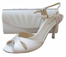 Menbur Ivory Satin Heeled Sandals